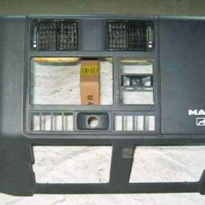 MAN F2000 Armatur-Mittelteil
